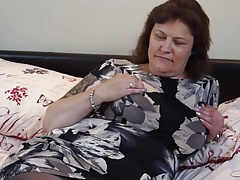 British mature BBW mom Tiger Whippersnapper fingering the brush pussy