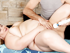 Chunky ass Juicy Jazmynne gets a concupiscent massage