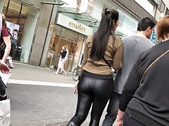 bomb ass shiny leggings floozy