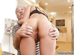 Fat horny old daddy at hand the addition of man fucks young ass Chillin at hand a