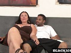 Sizzling BBW interracially spitroasted and fed with box in