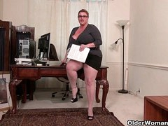 BBW milf Kimmie KaBoom shows withdraw her secretary skills