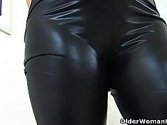 English milf Janey gets naughty in black leggings