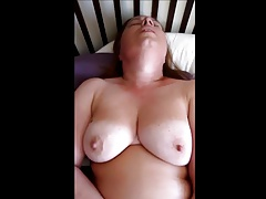 Chubby plays with her vibe until orgasm