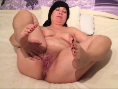 Chubby MILF rubbing say no to sex-mad vagina