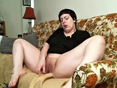 Amateur chubby girl masturbates